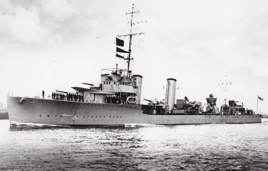 HMAS Stuart leaving harbour