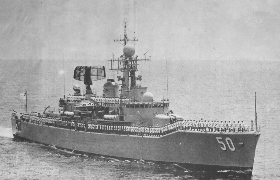 HMAS Swan conducting a steampast on 1 November 1971.