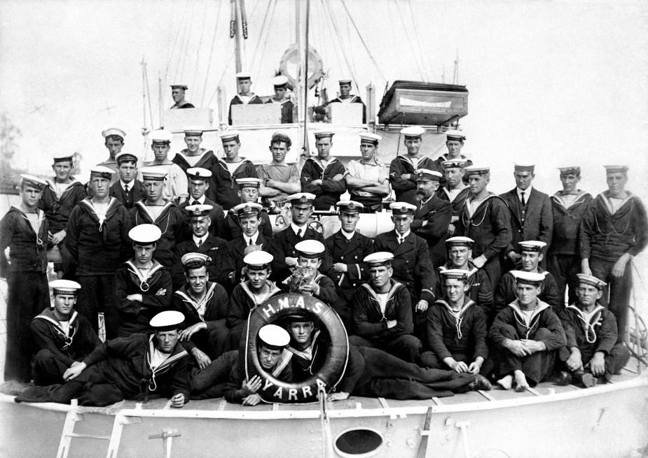 HMAS Yarra's Commissioning Crew