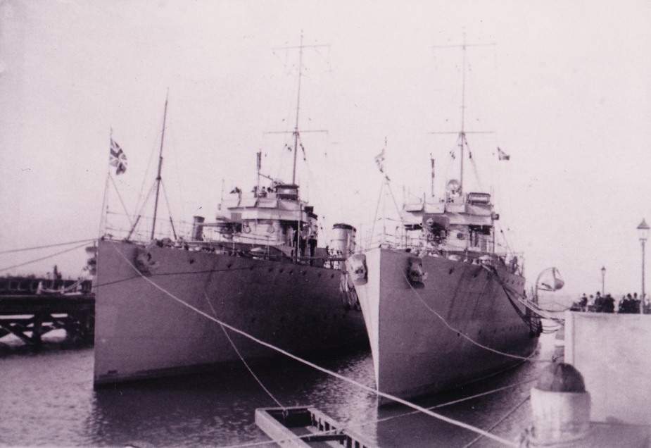 HMAS Yarra alongside with HMAS Parramatta