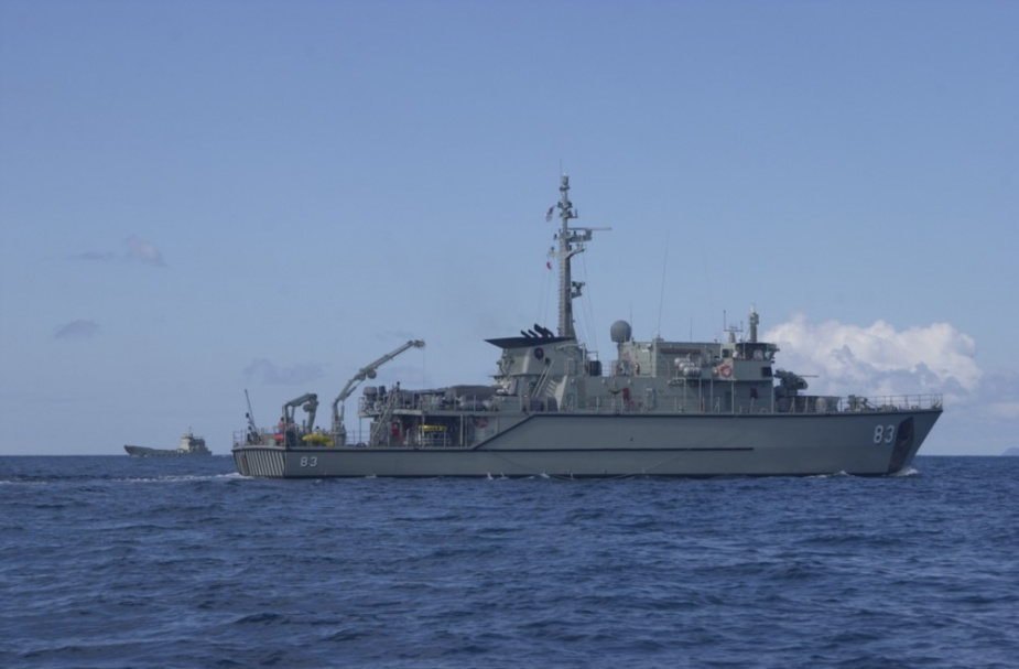 Hawkesbury operating in company with one of the RAN's Landing Craft Heavy during Exercise TANDEM THRUST 2001.