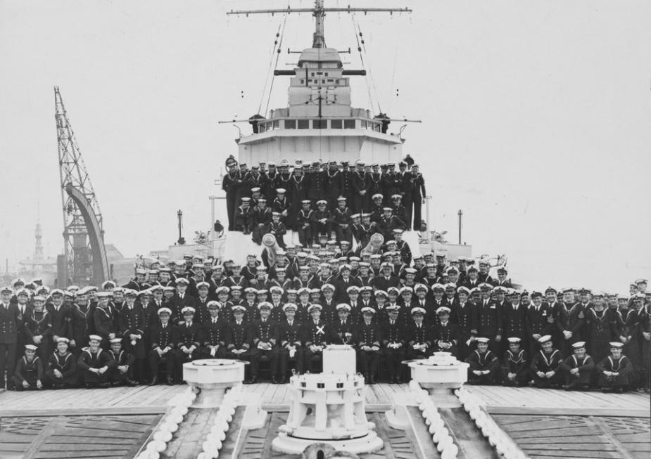 HMAS Sydney's commissioning crew, Portsmouth, 1935.