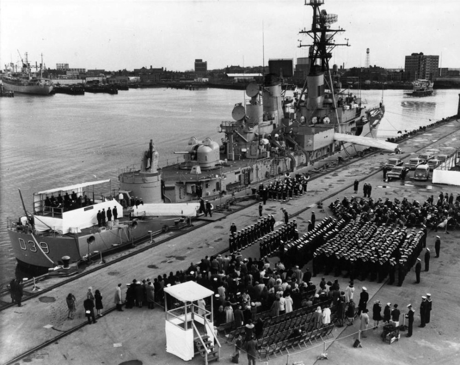 On 18 December 1965 HMAS Hobart (II) commissioned in the Royal Australian Navy in a ceremony held at the Boston Navy Yard.
