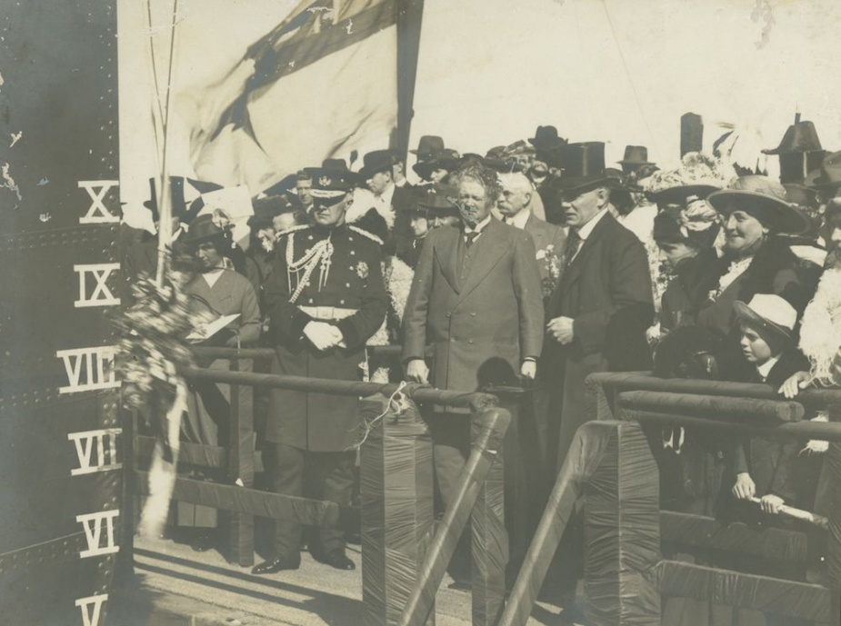 Lady Helen Munro-Ferguson, wife of the Governor-General launching HMAS Torrens, 28 August 1915