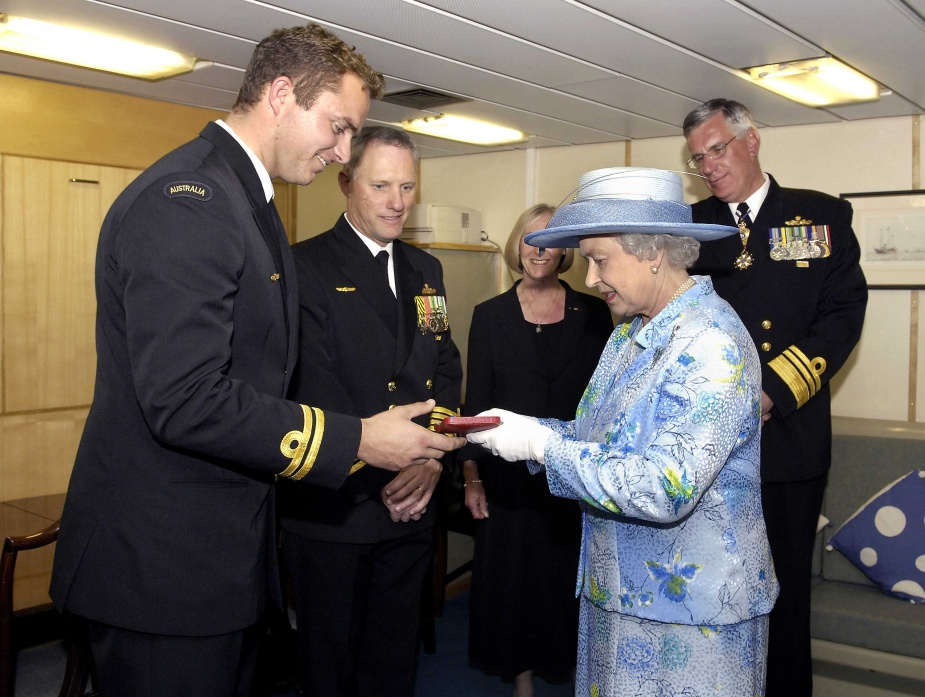 Lieutenant Arno Tielens receives the Queen's Gold Medal for Trainee Officer of the Year 2004 from Her Majesty, Queen Elizabeth II. Also pictured is the Commanding Officer of HMAS ANZAC, Captain Richard Menhinick (centre), the Australian Chief of Navy, Vice Admiral Chris Ritchie and his wife Julia.