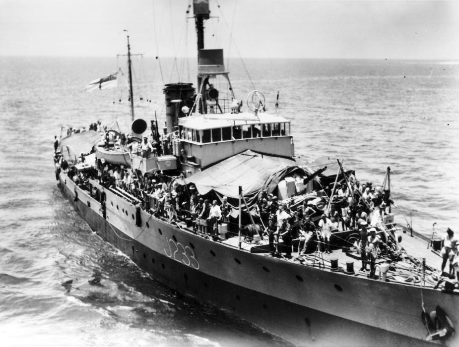 Crew members onboard HMAS Inverell
