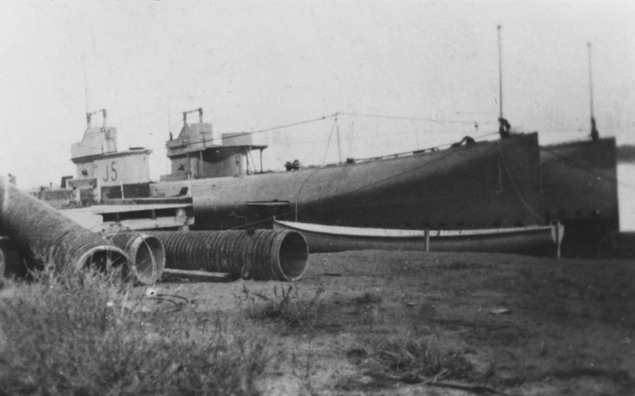 J5 awaiting disposal at Swan Island, Victoria.