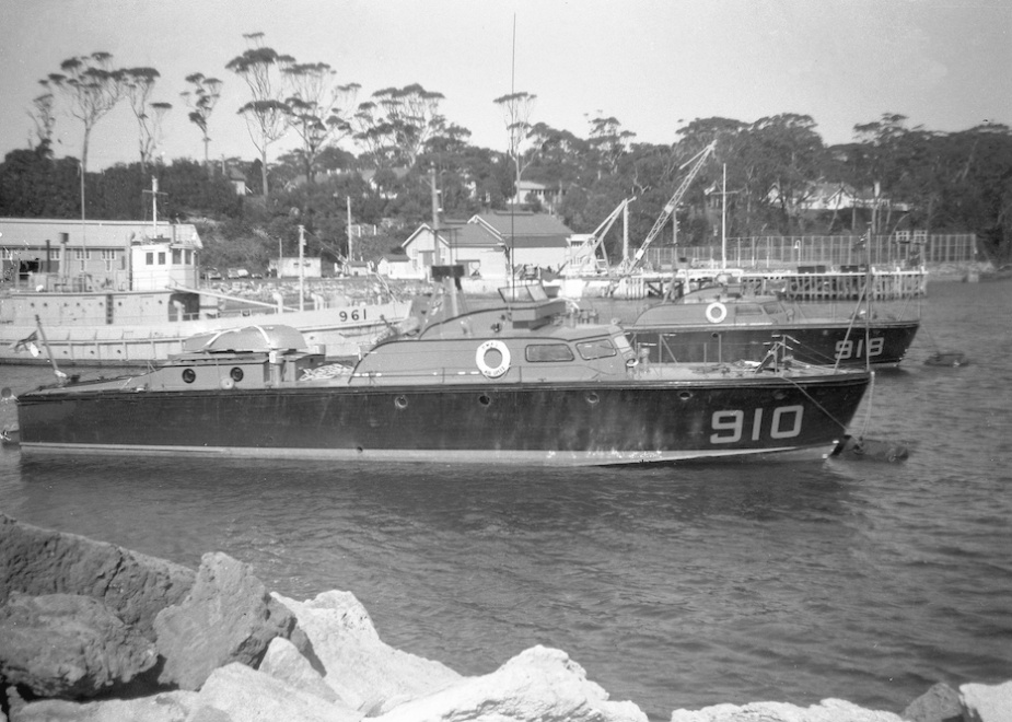 Air Chief in the boat compound, HMAS Creswell, Jervis Bay (John Jeremy Collection).