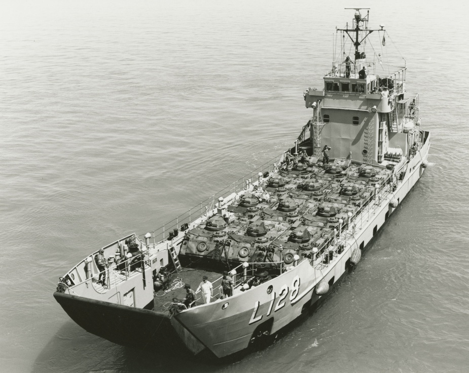 HMAS Labuan conducting Army support exercises, August 1989