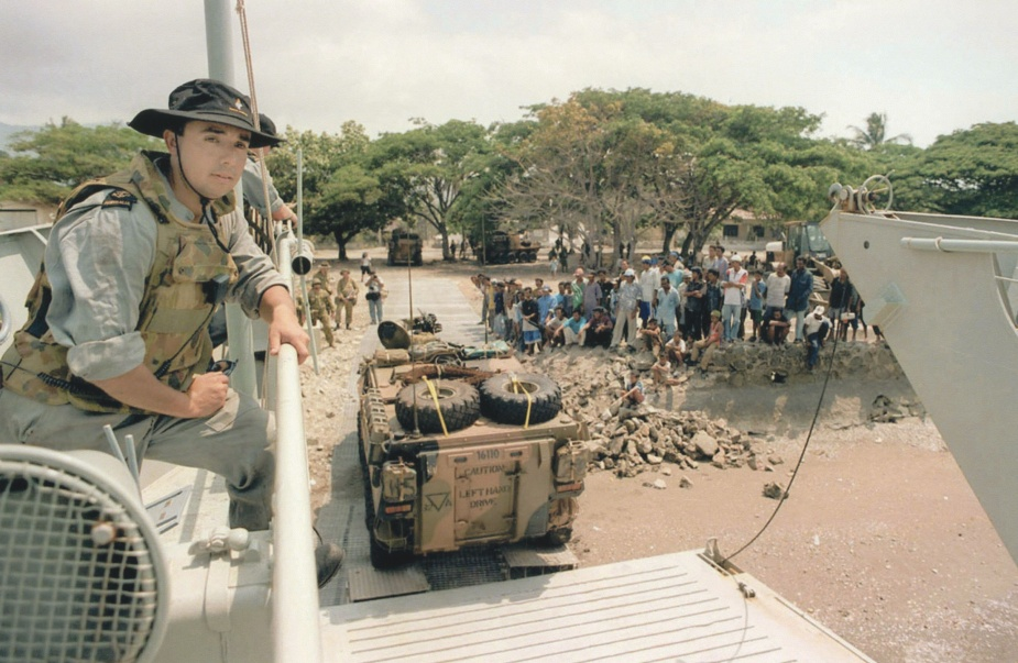 Labuan unloading 2nd Cavalry Reg ASLAVs in Dili Harbour, 10 October 1999.