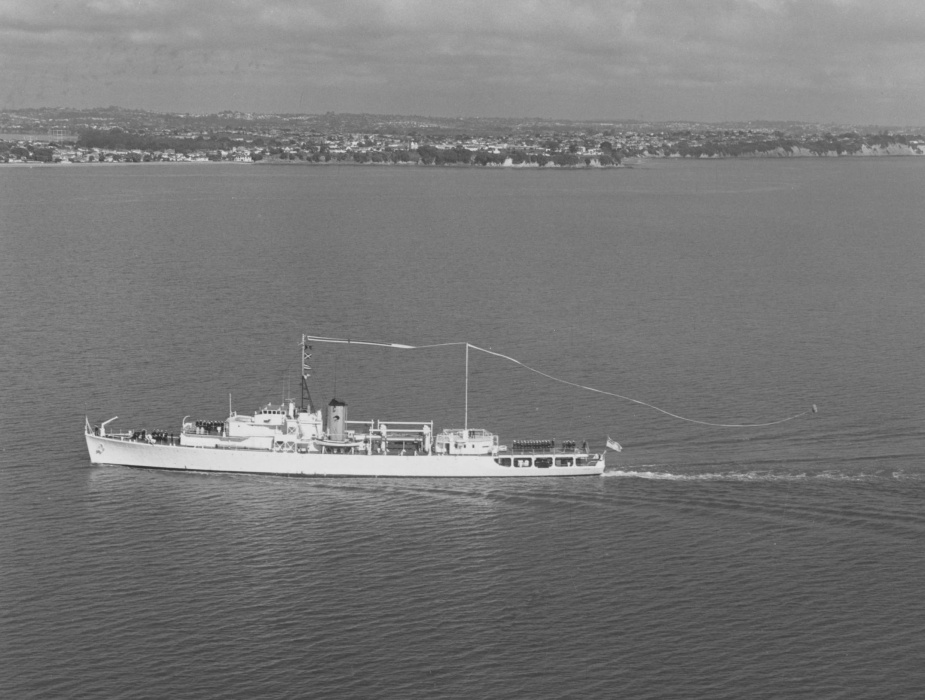 HMNZS Lachlan flying her decommissioning pennant in 1975.
