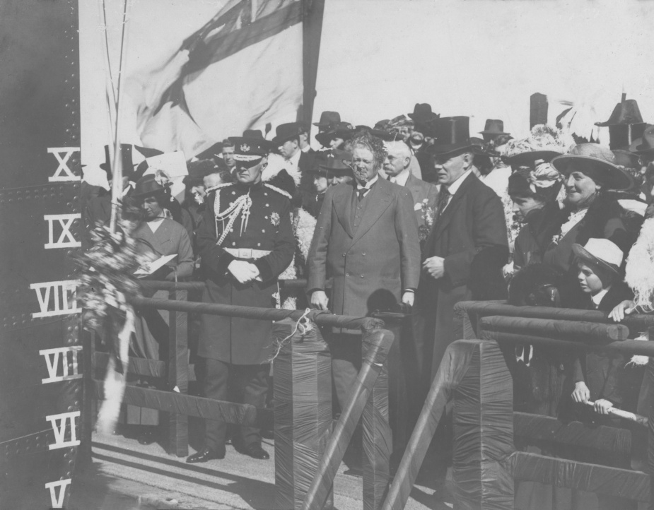 Lady Helen Munro-Ferguson, wife of the Governor-General launching HMAS Torrens, 28 August 1915.