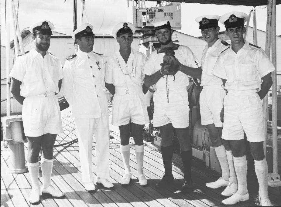 Lieutenant Keith 'Gus' Murray, DSC, RAN, with members of Teal's crew c. 1968