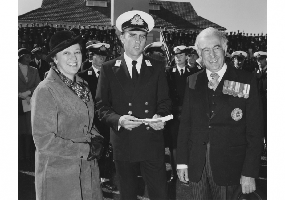 Queen's Gold Medal winner and Dux of the Creswell course, Midshipman Robert Morrison, with Governor-General Sir Zelman Cowen and Lady Cowen in 1980.