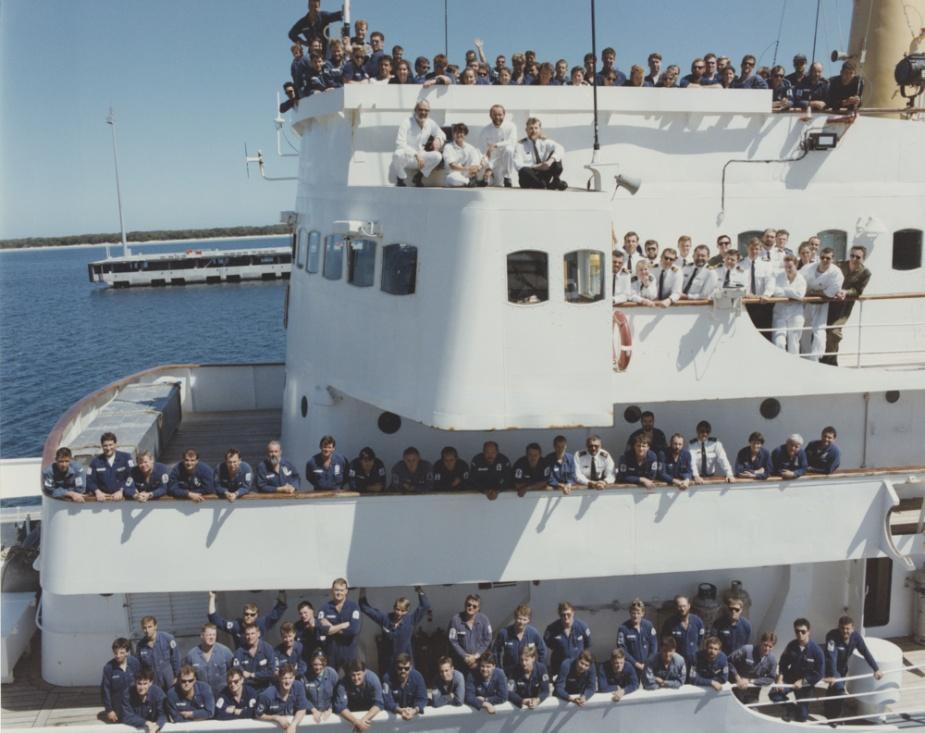 HMAS Moresby's ships company circa 1994.