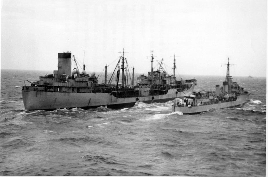 HMAS Warramunga refuels from USS Manatee on 27 June 1951.
