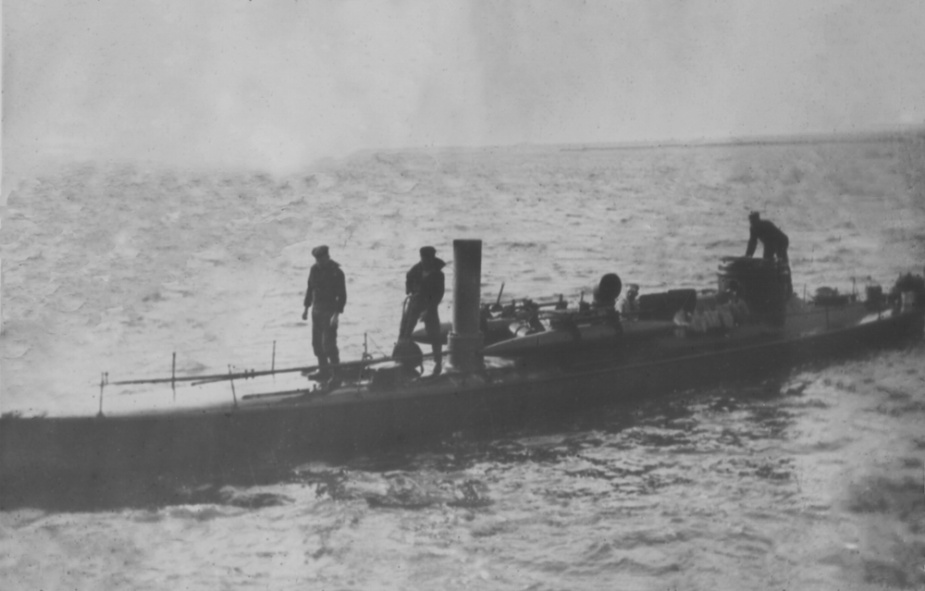 Nepean underway on Port Phillip Bay. Note the low freeboard.