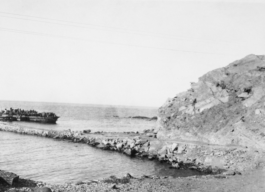 A motor light loaded with troops leaves a pier built by the 1st RANBT during the first stage of the December 1915 evacuation.
