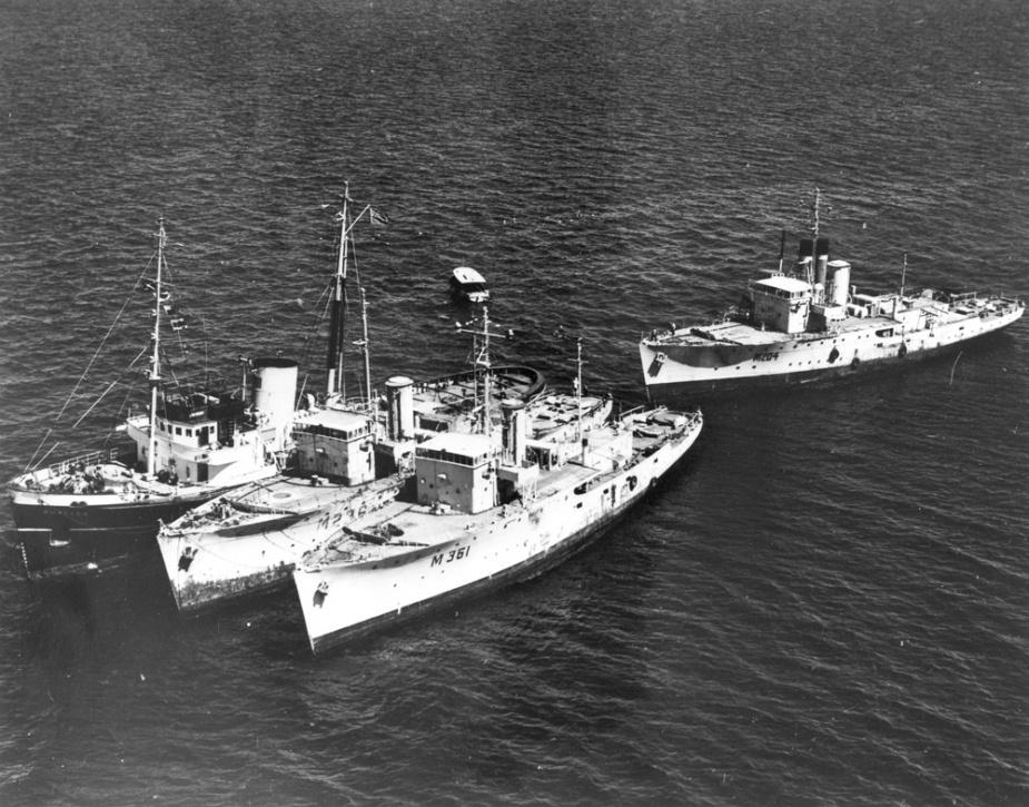 HMAS Parkes in company with her sister ships, HMAS Glenelg and HMAS Katoomba