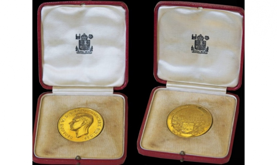 The King's medal awarded to TA Dadswell in 1949 showing the effigy of King George VI on the obverse.