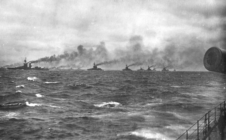 The Royal Navy Grand Fleet in formation at sea. Manoeuvring signals were passed from the Admiral to the ships in his fleet using a combination of visual signalling methods such as flaghoist and flashing light