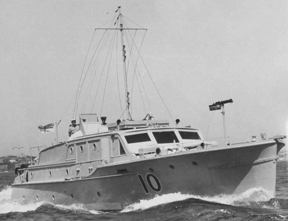 Built as a harbour pleasure boat, by Lars Halvorsen & Sons of Sydney, Sea Mist commissioned as HMAS Seamist on 21 July 1941.