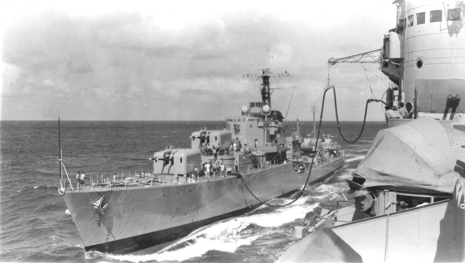 Tobruk takes on fuel from HMAS Sydney (III)