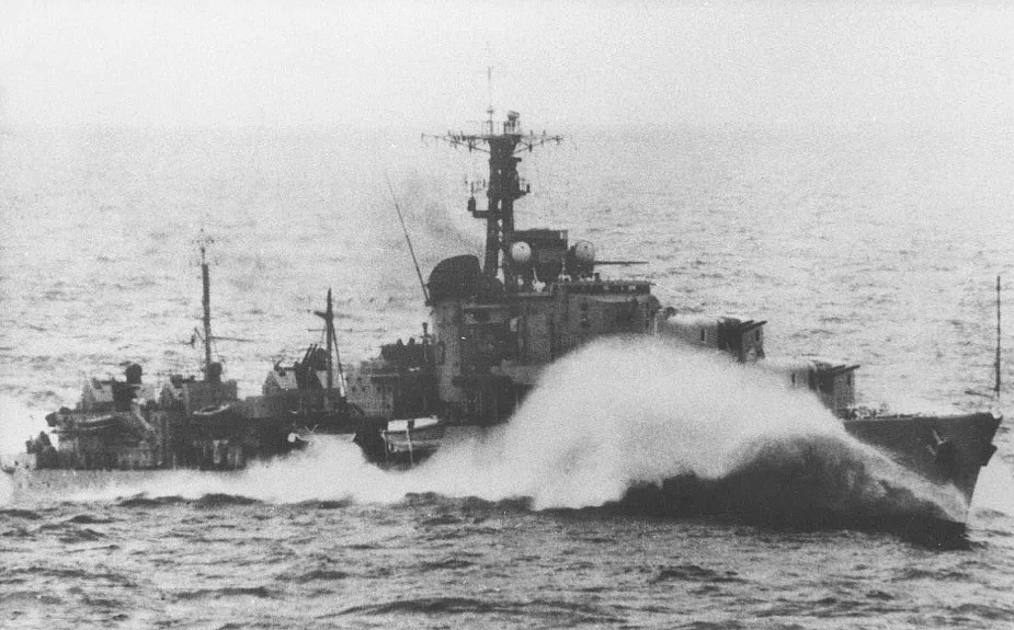 Tobruk at speed during operations in Korean waters.