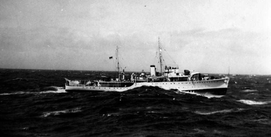 HMAS Yarra in heavy sea state