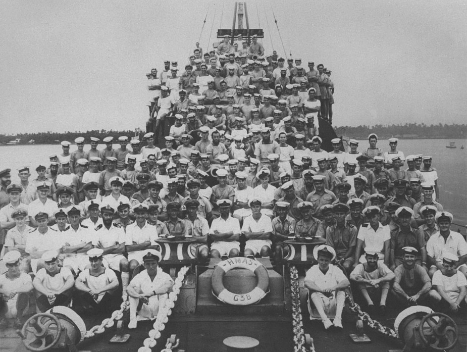 HMAS Nizam's ship's company in 1941