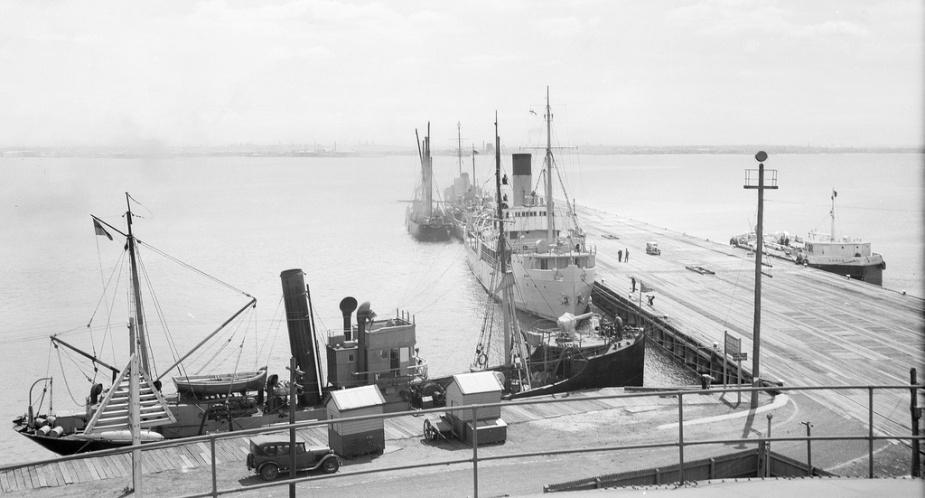 HMAS Goorangai (foreground) and HMAS Orara (centre) alongside in Port Phillip Bay 1940. (Alan Green Collection)