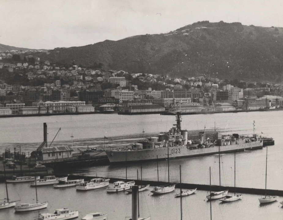 Warramunga alongside in Wellington during her visit in 1956