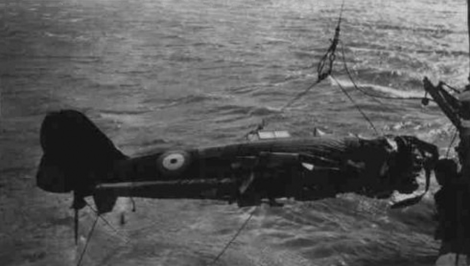 Recovery of the crashed Wirraway aircraft in October 1941. (RAAF)