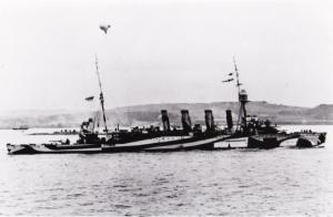 HMAS Melbourne (I) in dazzle pattern camouflage.