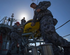 HMAS Huon personnel prepare to launch the Double Eagle Unmanned Underwater Vehicle to inspect a potential mine contact during the Mine Counter Measures and Diving Exercise 2014.