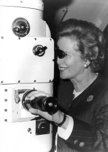 British Prime Minister Margaret Thatcher tries out the periscope in the Submarine Warfare Systems Centre during her visit to HMAS Watson on 4 August 1988.