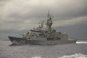 HMAS Parramatta makes a hard turn in the waters of Yap, Micronesia.